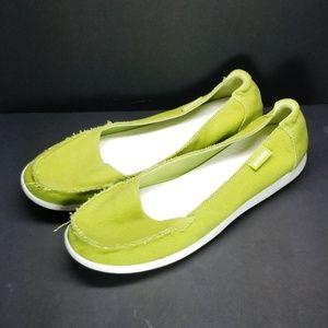 Crocs, size 11, green, excellent condition.